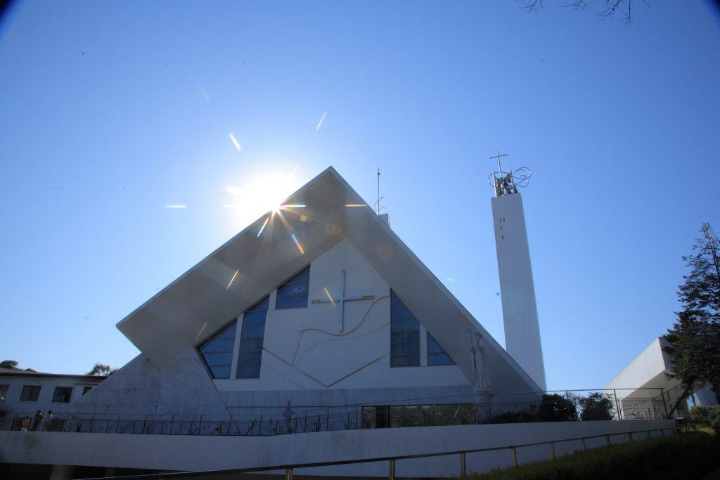 ザビエルが山口に訪れてから400年を記念して建てられた記念聖堂です。平成3年に火事で焼失してしまい、再建への募金活動を経て、新たに平成10年に記念聖堂が建設